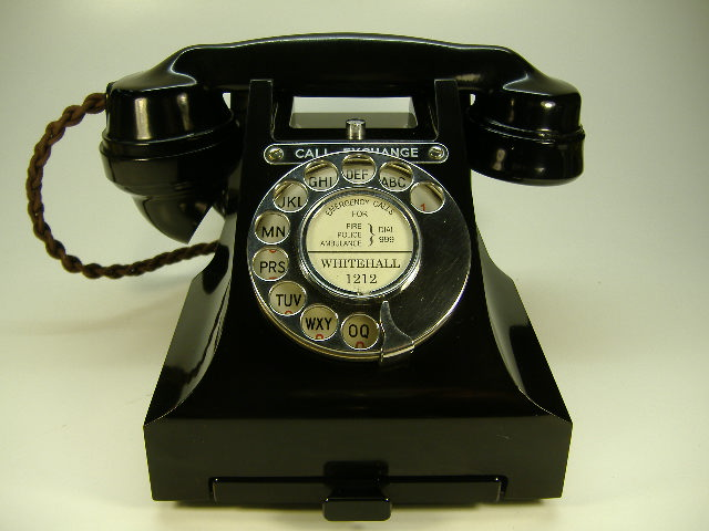 antique_telephones.jpg