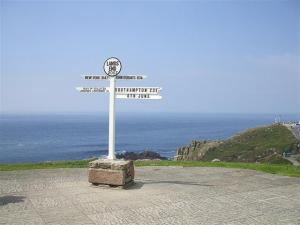Landsendsignpost