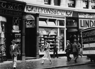 Lyons-Tea-shop-c_1930