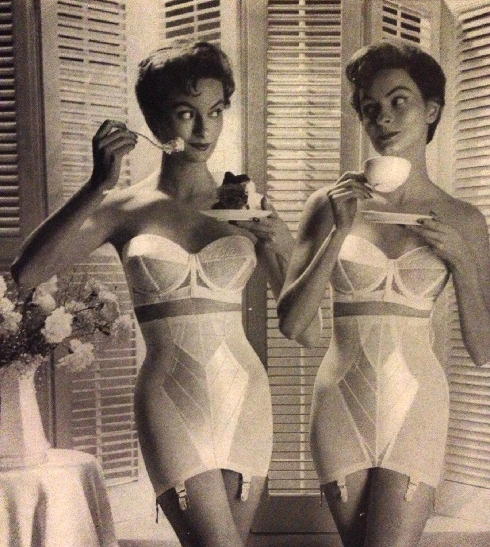 Ретро женщины в нижнем белье фото
